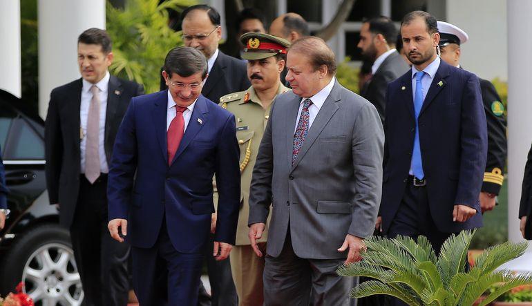 Ankara gündeminde iç güvenlik paketi görüşmeleri var. Başbakan Davutoğlu Pakistan'da.