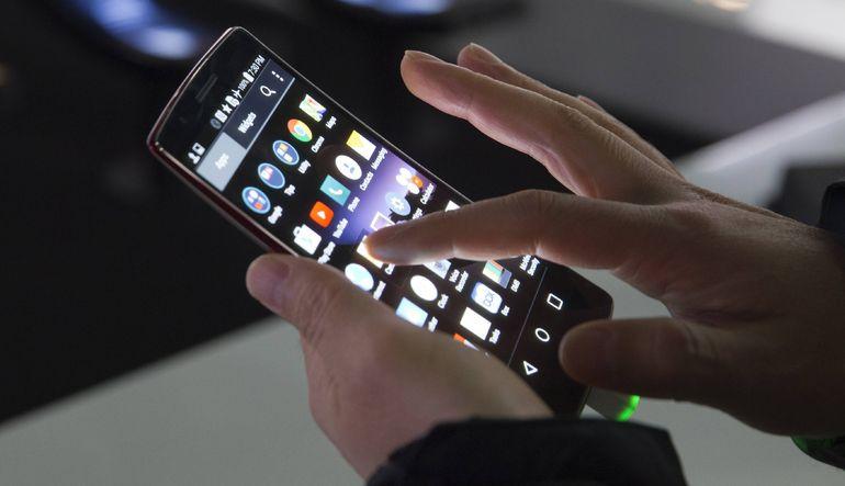 2014 yılında dünyada akıllı telefon satışları 2013'e göre %23 arttı