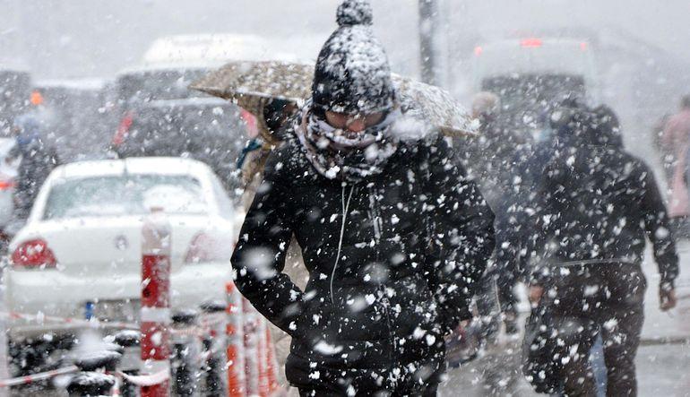 İstanbul'da kar yağışı şehri esir aldı
