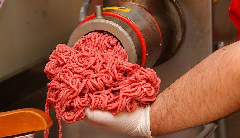 Et ve et ürünleri tebliğinde yapılan değişiklikle ambalajsız tavuk satışına yasak geliyor, kasap köfte tarih oluyor