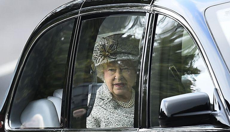 Kraliçesi Elizabeth 31 bin Euro'ya şoför arıyor