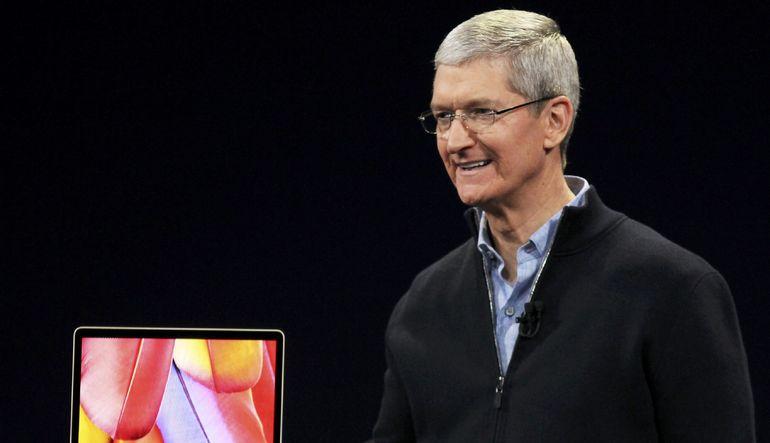 Apple CEO'su Tim Cook yenilikleri açıklıyor