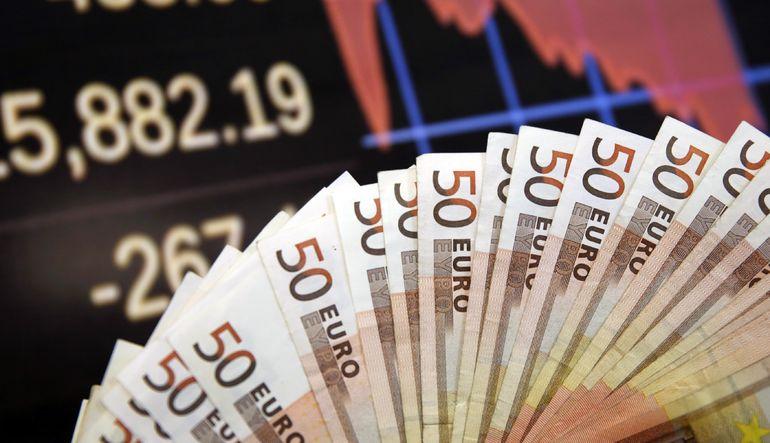 Euro dolar karşısında rekor düşüşe hazırlanıyor