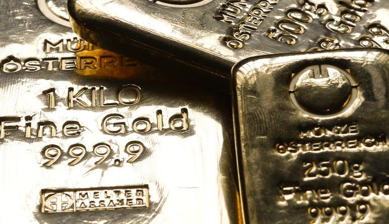 Altın dolarla beraber güçlendi