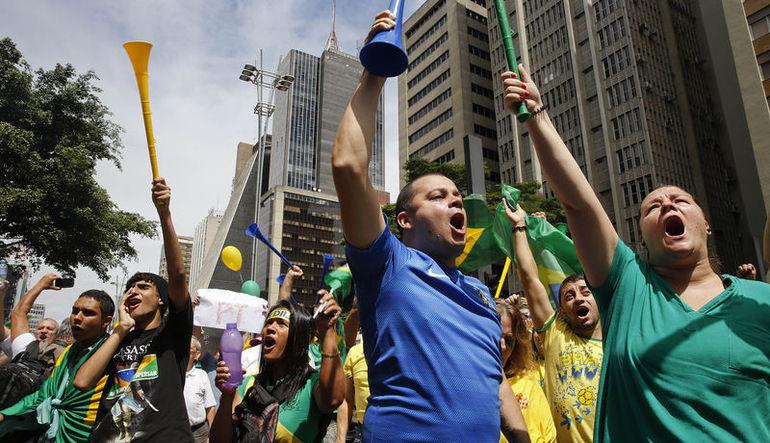 Brezilya'da hükümeti protesto eden 1 milyon insan sokaklara döküldü