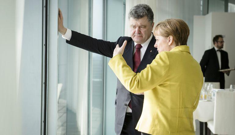 Merkel'den Rusya'ya uyarı