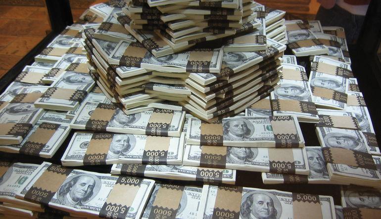 """Dolarda """"Turkcell"""" belirsizliği"""