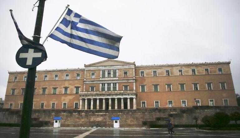 Fitch Yunanistan'ın notunu düşürdü
