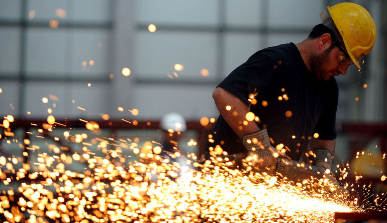 Türkiye ekonomisi 2014'ün dördüncü çeyreğinde yüzde 2,6 , yıllık yüzde 2,9 büyüdü.