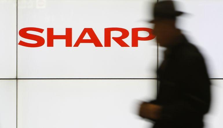 Sharp 5 bin kişiyi çıkarıyor