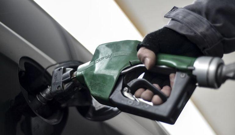 Dolardaki yükselişle benzin fiyatları artmaya başladı