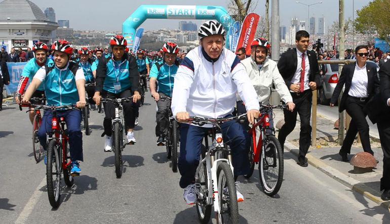 Cumhurbaşkanı Recep Tayyip Erdoğan, ekonomideki krizin geçiciolduğunu ve analistlerin tahminin askine aşılacağını söyledi