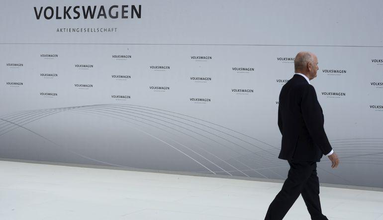 Volkswagen'deki liderlik krizi sonucu Yönetim Kurulu Başkanı Ferdinand Piech istifa etti