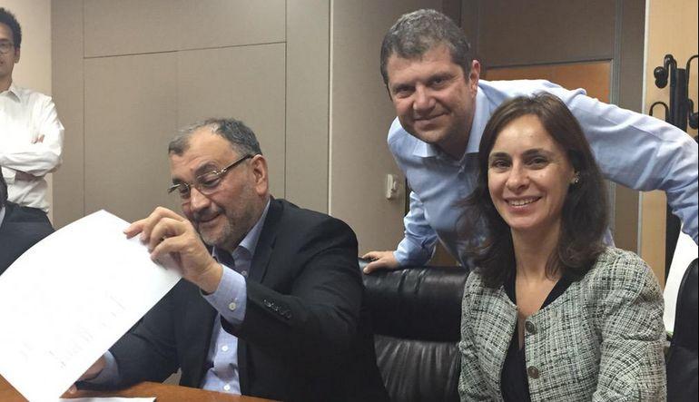 Murat Ülker ve Lactalis yetkilileri, AK gıda anlaşmasını Periscope yayınında imzaladılar