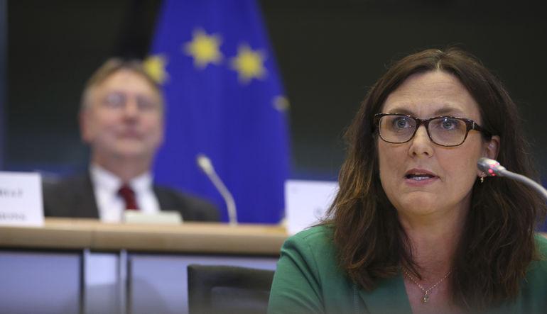 AB, yabancı yatırımcılarla hükümetler arasındaki anlaşmazlıklara bakacak bir küresel tahkim mahkemesinin kurulmasını istiyor