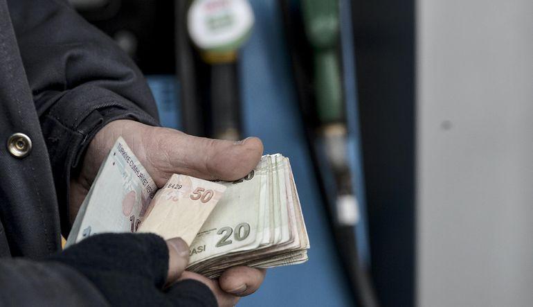 TL'deki değer kaybı yüzünden, petroldeki düşüşün cari açık ve enflasyona etkisi sınırlı kaldı