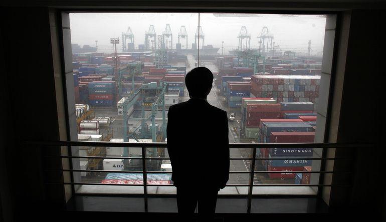 Çin'in ihracatı Nisan ayında beklenmedik şekilde gerileyerek ekonomi üzerindeki aşağı yönlü baskıyı artırdı