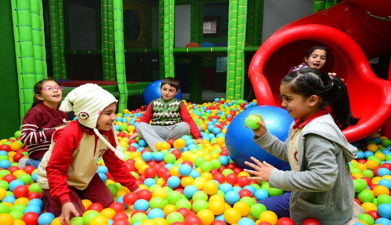 Türkiye'de yaşlı nüfus artarken, çocukların toplam nüfus içindeki payı ise sürekli azalıyor