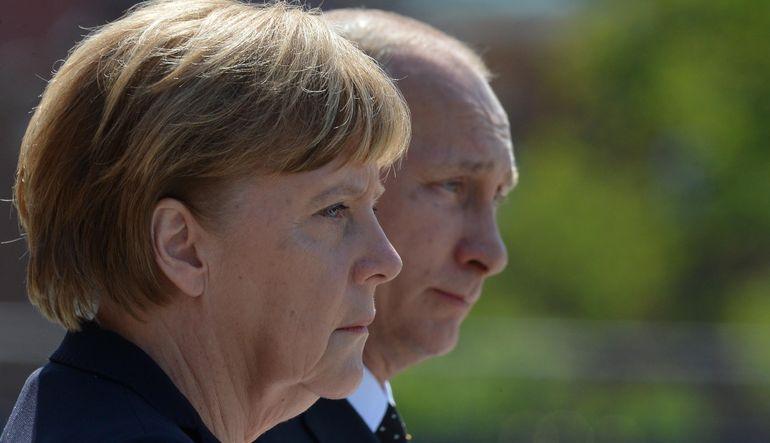 Alman lider Merkel'i ağırlayan Putin, AB'nin ülkesine uyguladığı yaptırımların gereksiz olduğunu söyledi