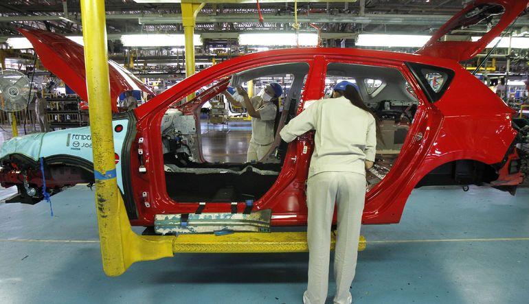 Grev dalgası yayılırken mal tedariğinde sorun yaşayan Ford'da da üretim durdurdu