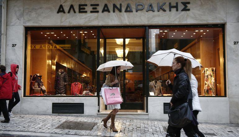 Yunanların yarısı tüketimini mevduatlarıyla finanse ediyor