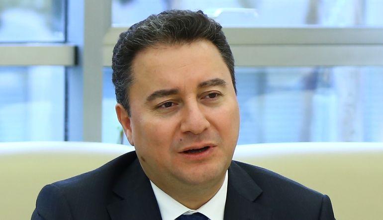 Başbakan Yardımcısı Ali Babacan, taksit sayısına sınır getiren karardan sonra vatandaşın borcunun azaldığını söyledi.
