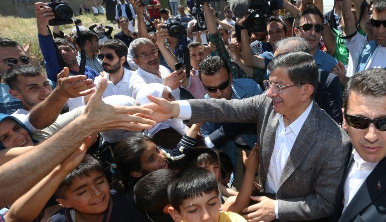 """Başbakan Ahmet Davutoğlu, Bank Asya yönetiminin TMSF'ye devrine ilişkin, """"Bu tamamıyla teknik, mali, finansal değerlendirmeyle ilgili bir durumdur"""" de"""