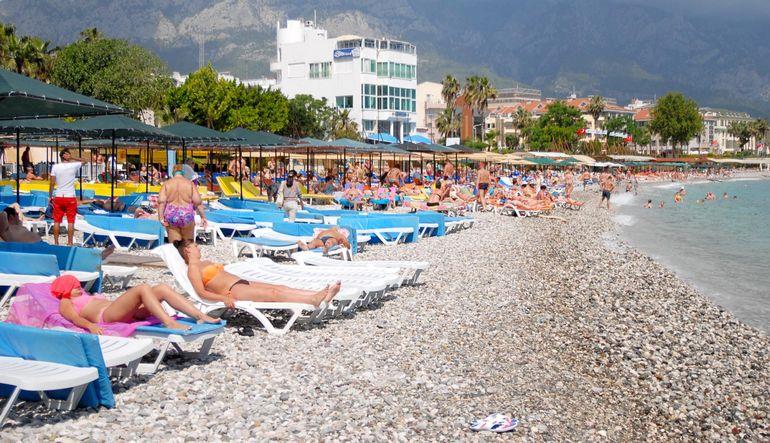 AKTOB Başkanı Yusuf Hacısüleyman, Rusya pazarındaki daralma devam ederse yılın tamamında 1 milyona yakın Rus turistin eksileceğini bildirdi