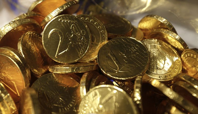 Almanya Maliye Bakanı Schaeuble, Yunan mekidaşına sinirlerini güçlendirmek için çikolatadan yapılmış para önerdi