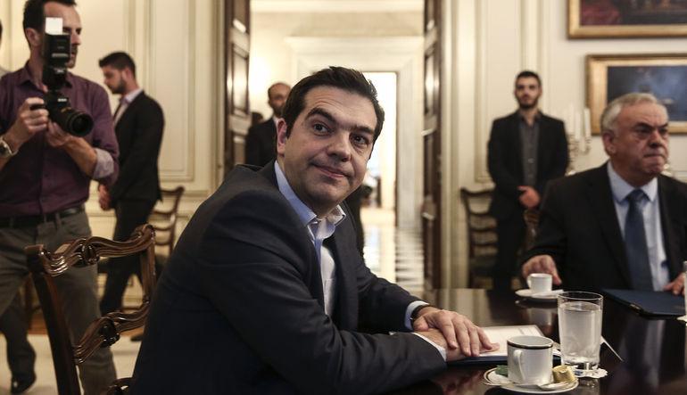 """Yunanistan Başbakanı Alexis Tsipras, kreditörleri """"absürt"""" taleplerde bulunmak ve Atina'yı """"sert bir şekilde cezalandırmakla"""" suçladı"""