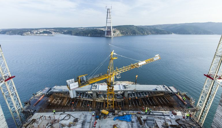 Üçüncü köprü projesinde görev alan üç taşeron şirketinin, kurdaki yükselişin getirdiği maliyet artışı nedeniyle iflas erteleme istediği belirtildi