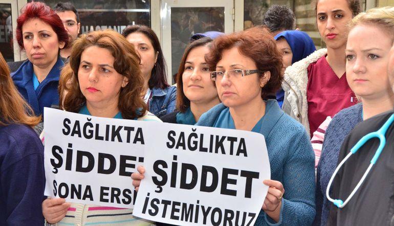 Sağlık çalışanları  artan saldırıları protesto etmek için bugün iş bırakıyor