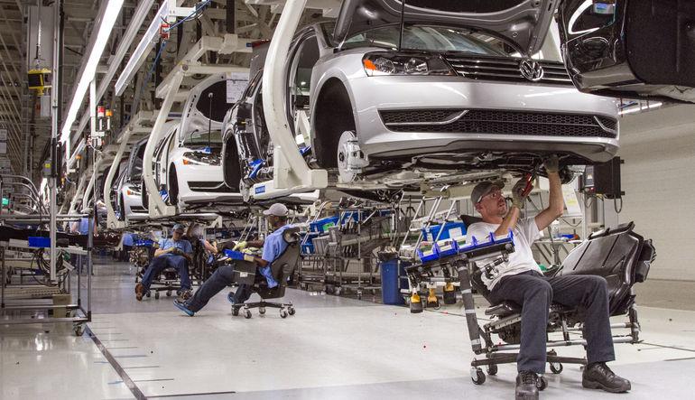 Euro PMI ılımlı büyümeye işaret etti