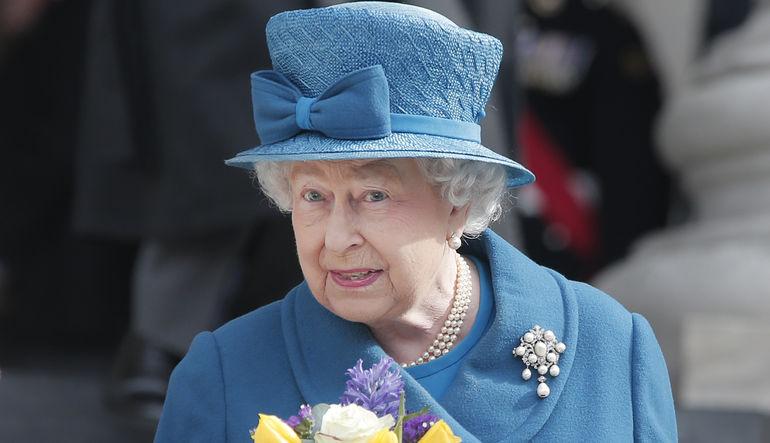 Kraliçe'nin maaşına nazar değdi
