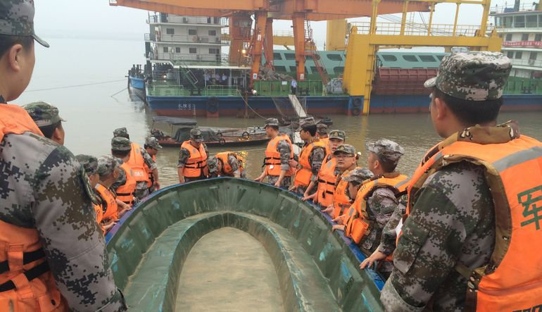 Çin'de 458 kişiyi taşıyan geminin nehirde battığı bildirildi
