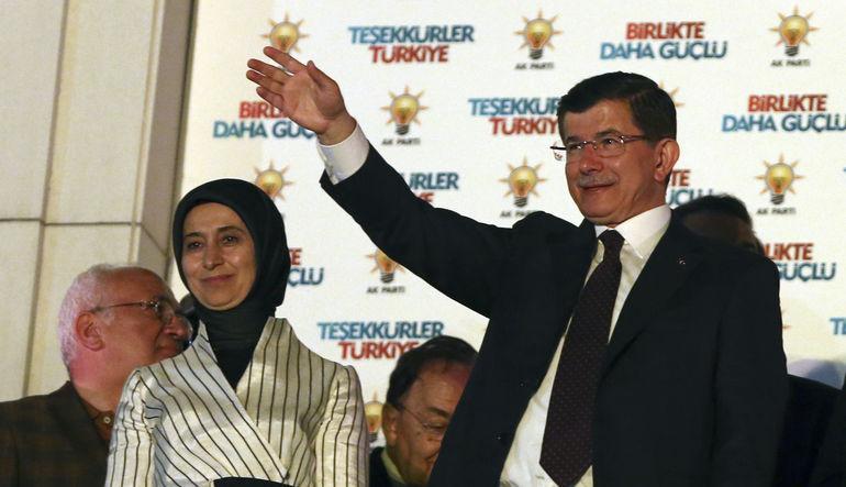 Türkiye'de hükümet kurma arayışı başlıyor