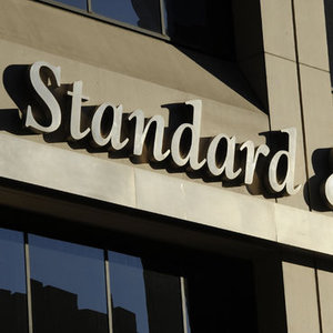 S&P 6 AVRUPA BANKASININ NOTUNU İNDİRDİ