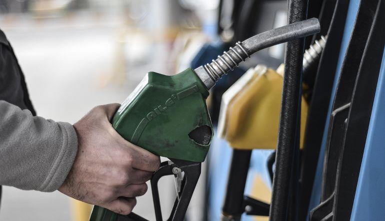 Benzinin litre fiyatına 7 kuruş zam geldi