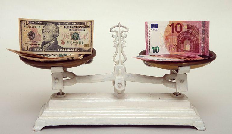 Euro/dolar volatilitesi 3,5 yılın zirvesinde