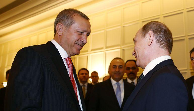 Putin'in sözcüsü Erdoğan ile görüşme sırasında herhangi bir gerginlik olmadığını açıkladı. O sırada Putin'in yanında olan bir muhabir ise Rusya Başbak