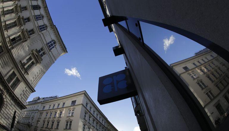 OPEC'in gelirleri 1 trilyon doların altına düştü