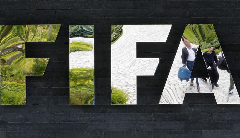 FIFA'daki rüşvet ve yolsuzluk soruşturmasını yürüten başsavcı Michael Lauber, İsviçre'deki 53 bankada bulunan FIFA hesaplarında şüpheli bir hareketlil
