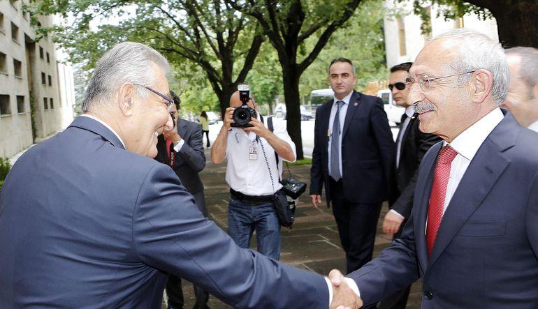 """Baykal'ın """"Başkanlığım olası bir AK Parti-CHP koalisyonuna kapı aralayabilir"""" dediği öğrenildi"""