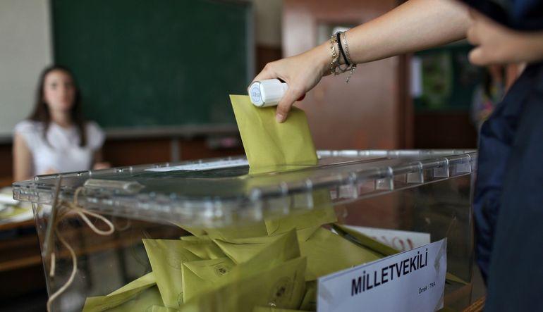 Seçmenin yüzde 67,4'ü seçim sonucundan memnun olmadığını söylese de yüzde 91,8'i seçim sonucunu bilseydi de aynı partiye oy vereceğini belirtti