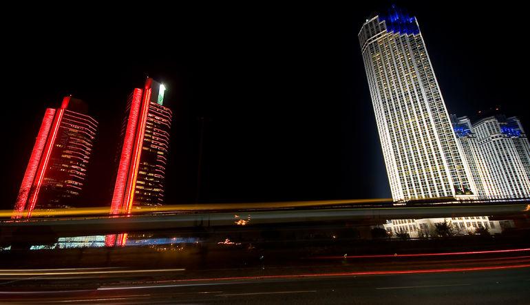 Finansbank ve HSBC Türkiye'nin satışlarının tamamlanması durumunda yabancılar için kârlılığı düşen sektördeki konsolidasyon artacak