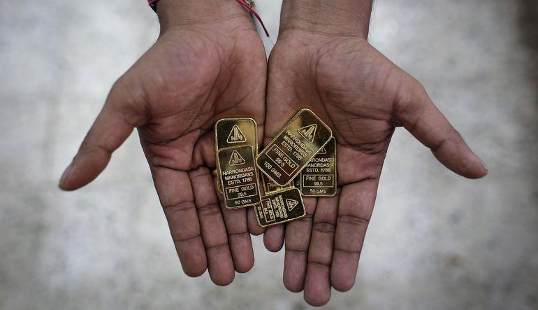 Yunanistan endişeleriyle yükselen altın, dolardaki güçlenmeyle kazançlarını geri verdi