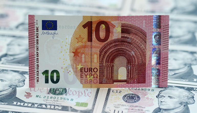 Euro, Yunanistan endişeleriyle ikinci gün de düşmeye devam ediyor