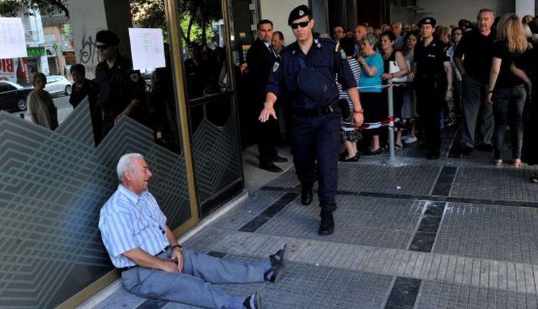 Yunan emekliye yardım eli