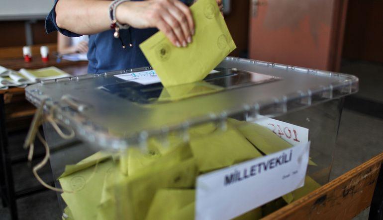 Ekonomist Selçuk Şirin'in hesaplamalarına göre erken seçimin toplam maliyeti 2 milyar lirayı geçiyor