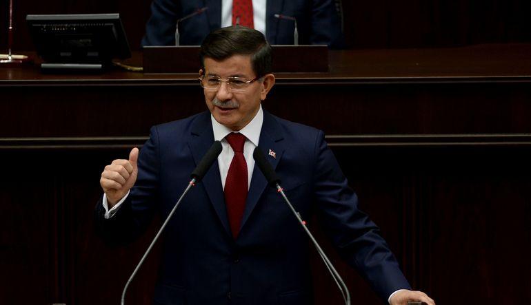Başbakan Ahmet Davutoğlu, Saraybosna'ya hareketi öncesinde Atatürk Havalimanı'nda basın toplantısı düzenliyor;